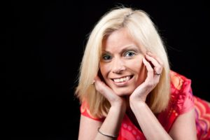 femme mature souriante